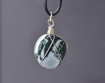 Mens Stone Necklace, Green Sardonxy Necklace, Sardonxy Jewelry, Sardonxy Necklace, Gemstone Jewelry, Healing, Tumbled Stone, Unisex Necklace