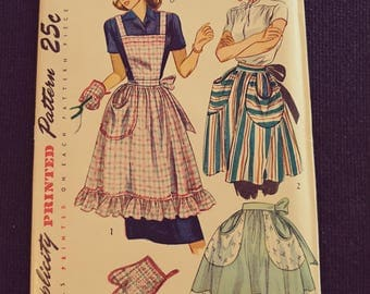 2295 Simplicity Pattern Apron Pattern One Size Pattern for Sewing.  Unused
