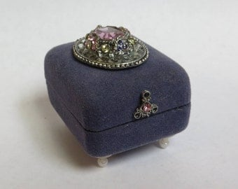 Treasure * Trinket * Ring * Memory * Box