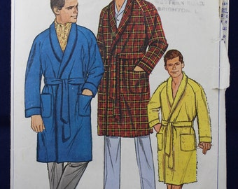 Man's Robe Sewing Pattern in Size Medium - Simplicity 6756