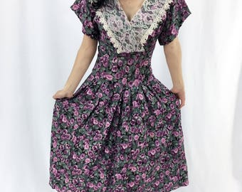 Vintage 80s Victorian Tea Dress/ Romantic victorian / Purple Roses/ Lace bib /Size XS-S