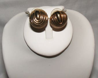 Gold Tone Round Post Earnings with u-shaped accent lines