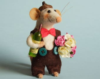 Needle felted Mouse with roses and wine bottle. Gift. Ornament. Dollhouse Mouse. Mouse Gentleman. Dressed Mouse. Felt animal. Birthday gift