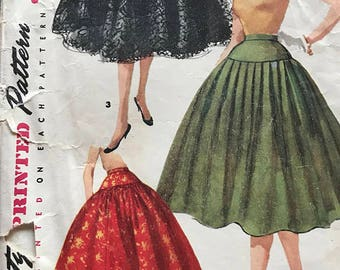 Vintage 1960's Hip Yoke Pleated Party Skirt Pattern---Simplicity 1086---Waist 25  Hip 33
