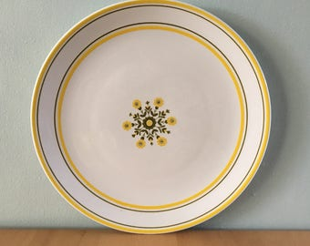 Lovely vintage Johnson Brothers white ceramic cake plate / round platter yellow & green daisy flower design for tropical Old Florida home!