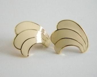 Off White Enamel Swirl Pierced Earrings