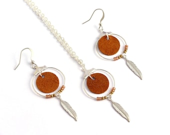 """Christmas gift woman - """"Nikiti"""" leather Camel Brown, feather, plated silver necklace"""