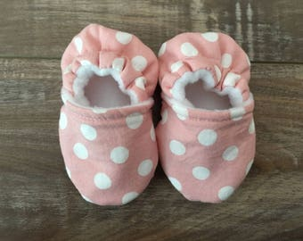 Pink with White Dot Baby Booties, Baby Girl Shoes, Crib Shoes, Soft Sole Baby Shoes, Polka Dot, Infant Shoes, Baby Shower Gift