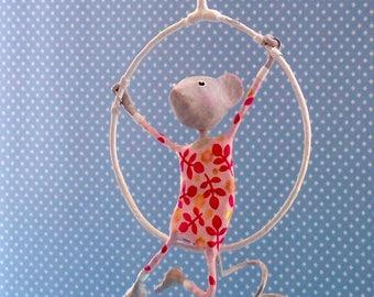 Mobile en papier mâché, mobile pour bébé, décor enfant, décor cirque, mobile poétique, cadeau Noël, cadeau pour bébé, cadeau enfant