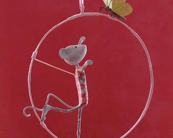 Mobile papier mâché, petite souris funambule, mobile bébé, décor enfant, décoration poétique, mobile poétique, cadeau enfant, papillon, OOAK