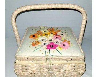 Vintage Sewing Box,Sewing Basket,Floral Sewing Box,Woven Sewing Box,Shabby Chic,Seamstress,Sewing,Kitschy Cute,Craft Storage,MCM,1960s
