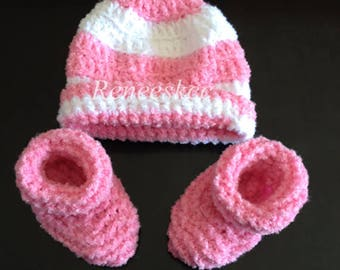 Cute preemie hat and bootie set!