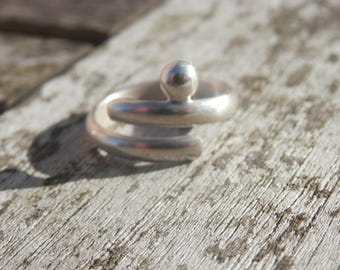 Adjustable simple and original sterling silver ring