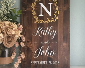 Wedding Welcome Sign, Wedding Entrance Sign, Gold Laurel Wreath Wedding Name and Date Sign, Rustic Wedding Decor, Wood Wedding Sign, Country