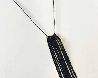 Necklace fringe black leather KIRIKOU
