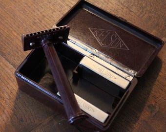 Beautiful Cased KELSON Safety Razor Bakelite Vintage Made in England