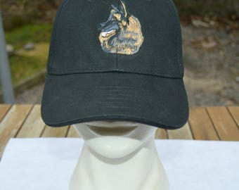 Cap embroidered with dog