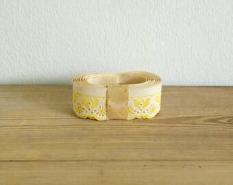 Vintage shelf edging trim paper Yellow.cream Shelf trim.Paper border.Kitchen decor.Farmhouse kitchen pantry paper.Unused.New old stock