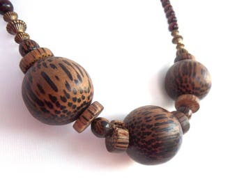 """FREE SHIPPING Chunky African Wooden Beaded Necklace, Large Wooden Beads, Natural Leopard Print Grain, Vintage Mid Century Piece 1970s, 21.5"""""""