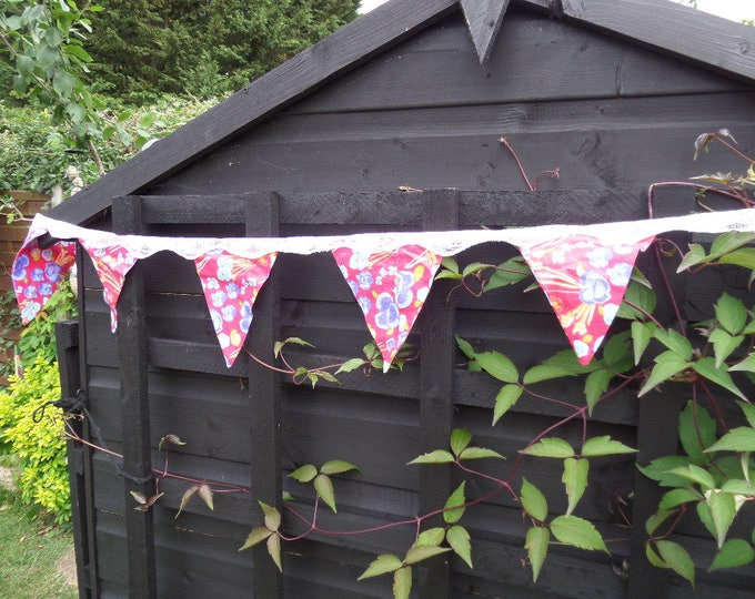"""Floral Bunting, Handmade, FREE SHIPPING, Unused, 13 Bunting Flags, Red Floral Cotton Material, Lace Top, 104"""" (264cm) End to End"""