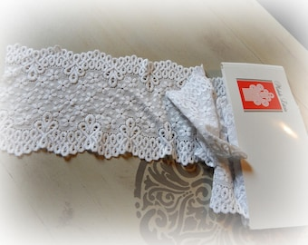 1 meter of lace 14 cm wide