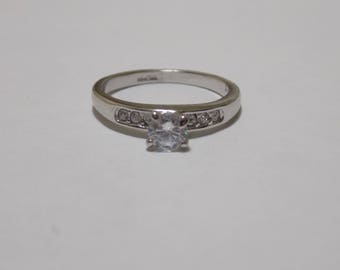 Nice little sterling silver CZ ring size 7 3/4