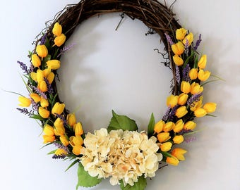"24"" yellow tulip wreath"