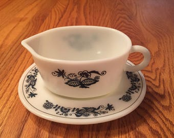 Pyrex Old Town Blue Gravy Boat and Sauce Dish