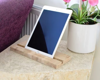 Apple iPad ' Classic ' Stand / Dock - Oak