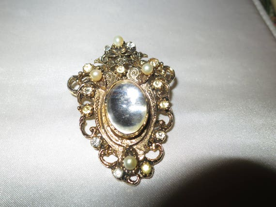 Lovely vintage goldtone Florenza style fx pearl glass cabochon brooch