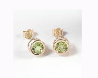 14k Gold Peridot Stud Earrings 1.52ct.   E424