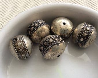 X 5 metal beads, decorated with celestial motifs
