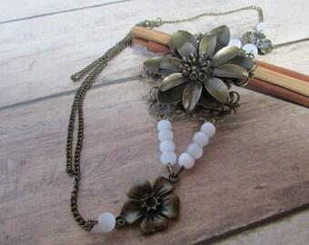 Headband - serre-tête fleur en métal couleur bronze  perle de verre oeil de chat blanche  - 101