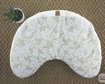 Zafu deluxe ''V'' shaped Amma Therapie   Meditation & Relaxation cushion   Buckwheat hulls   Canvas Cotton natural   White leaves print