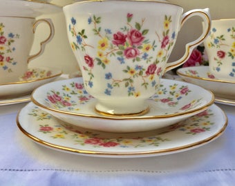 Delightful Floral Vintage Queen Anne 'Country Bouquet' Teaset