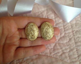 Detailed Earrings - Intricate Earrings - Egg Shaped Earrings - Oval Earrings - Gold Earrings - Floral Earrings - Flower Design- Eighties