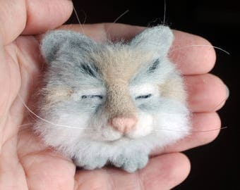 Needle felted brooch Sleeping Kitten Felted brooch Cat brooch Accessory Animal brooch jewelry Original gift for woman  Eco-materials