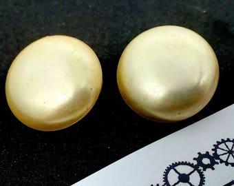 1.9mm vintage clip on pearl earrings, vintage earrings, large pearl earrings, cream Pearl earrings, statement earrings, wedding earrings