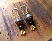 gold & black ethnic earrings / Boucles d'oreille or et noir, ONYX véritable, perle ethnique, cadeau femme, chic, woman gift, french maker