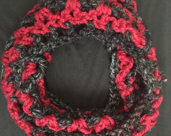 Black & Red Crochet Cowl / Chunky Cowl / Wool Scarf / Neckwarmer