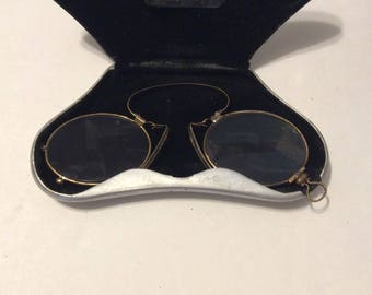 Antique pince nez eye glasses, Antique eye glasses, vintage pince nez eye glasses, antique prince nezeye glasses with metal case