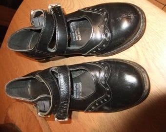 1900s/1970s  black leather court shoe sz 4 Circle Made in England