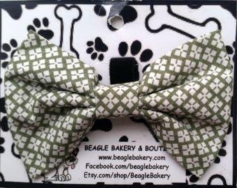 St Patricks day dog, Dog bow tie, Dog bowties, Dog bow tie collar, Dog bowtie collar, Dog bow ties, Dog bowtie, Spring dog bow tie, Green