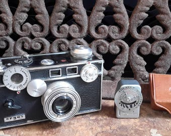 Argus C4 Camera With Leather Case , Light Meter and Instructions