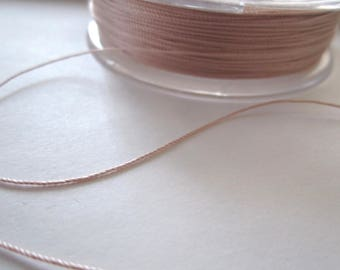 1 metre de fil de soie 0,38MM rose pale