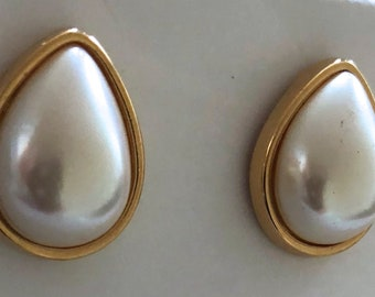 richelieu pearl earrings teardrop signed stud gold-toned
