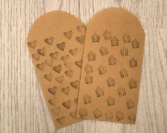 4 Kraft paper bags embellished heart and present stamp design