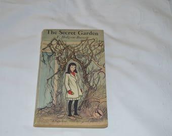 The Secret Garden/classic vintage book /Frances Hodgson Burnett/Puffin book 1960/ships worldwide