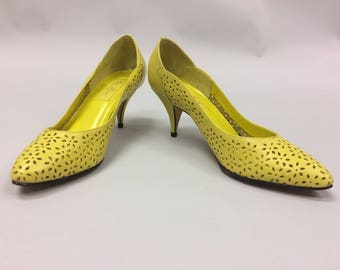 1980's Yellow Cut Out Leather Size 10M by Cara Leigh | Made in Brazil | Pointed Toe | Kitten Heels