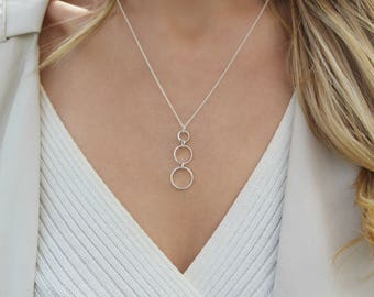 Silver Circle Pendant necklace / Layering Necklace / Everyday Necklace / Silver chain necklace